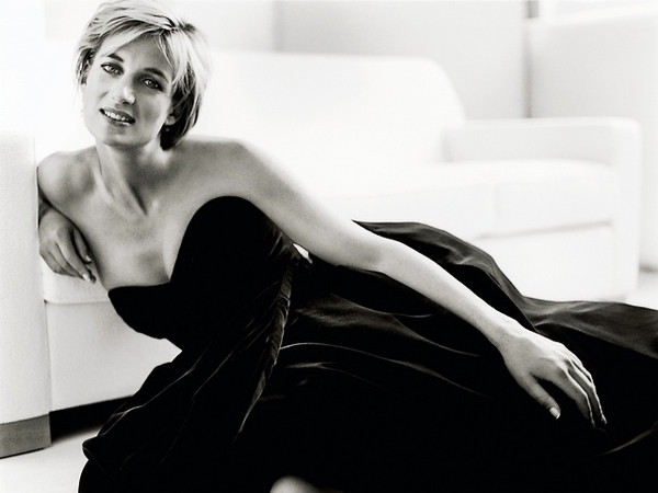 Princess-Diana-Icon-of-Beauty-and-Fashion-by-Mario-Testino grande