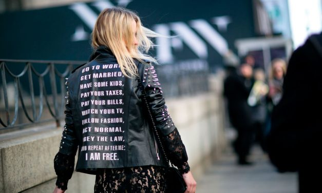 Jackets with back message, the trend to invest in