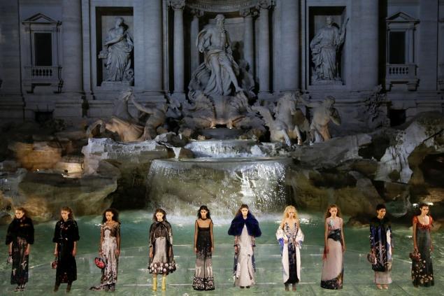 Fendi's spectacular runway show in Fontaine di Trevi