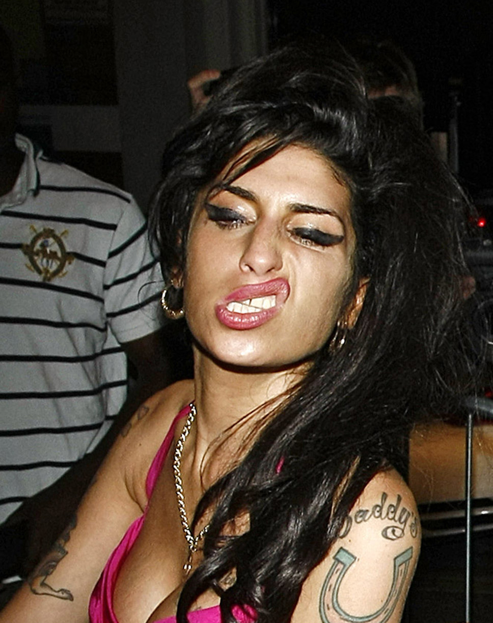 Amy winehouse in pink top and