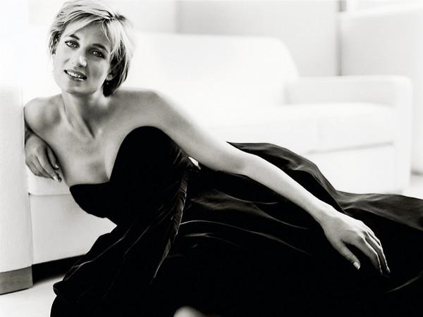 Princess-Diana-Icon-of-Beauty-and-Fashion-by-Mario-Testino grande