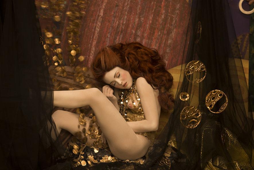 Models recreate Gustav Klimt's most iconic paintings